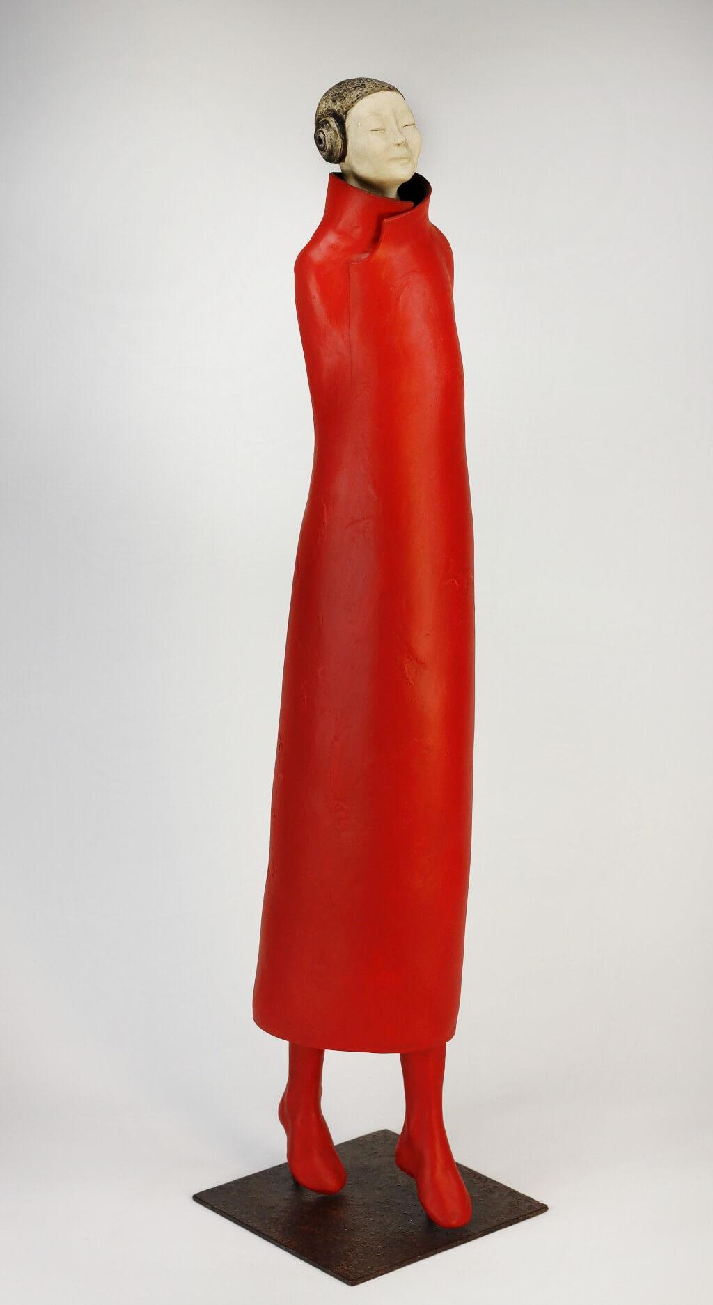 personnage vertical tunique rouge